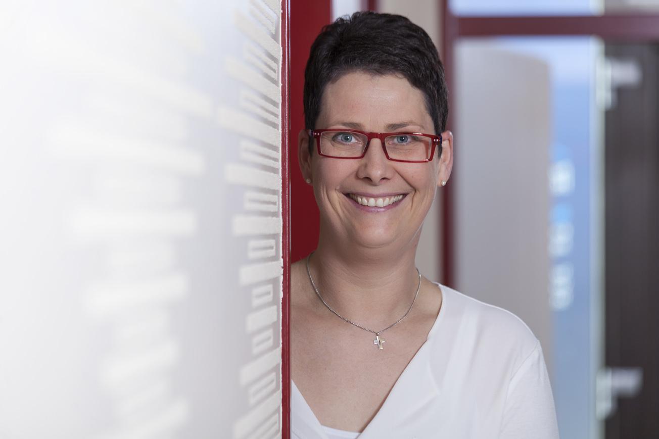 Birgit Tübing, Hebamme